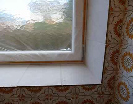 Primer on tiles