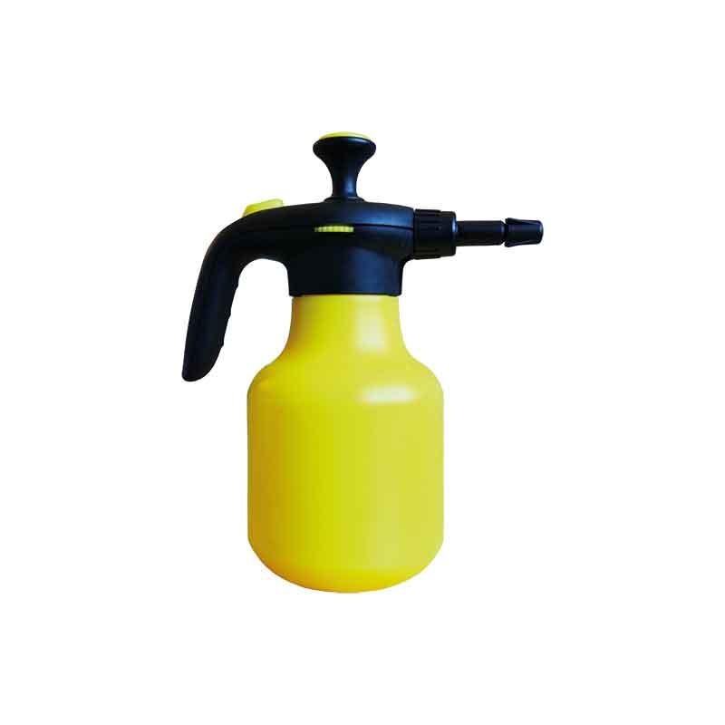 Gelbe Spruehflasche aus Kunststoff